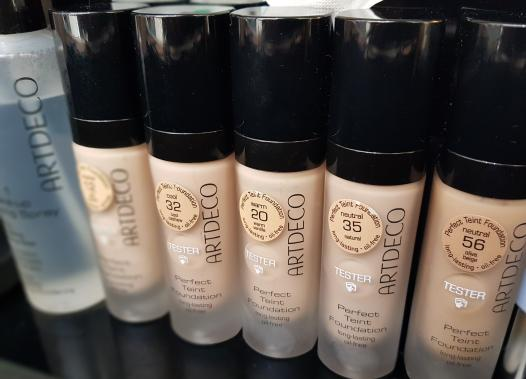 Artdeco Perfect Teint Foundation Langhaftende Foundation ohne Maskeneffekt, ölfrei